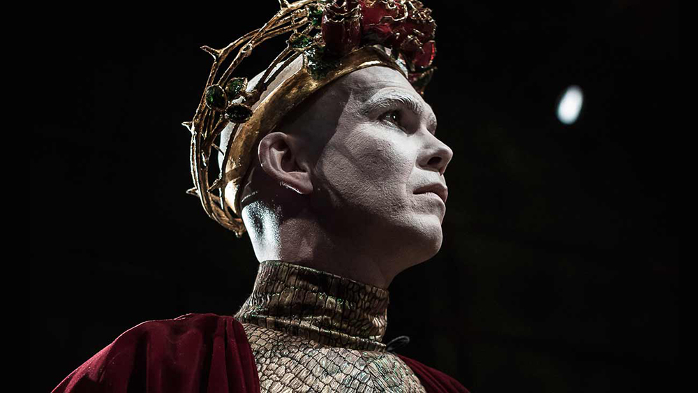 Marty Rea as Richard II in DruidShakespeare. Marty Rea plays Vladimir in the upcoming Waiting for Godot. Photo by Matthew Thompson.